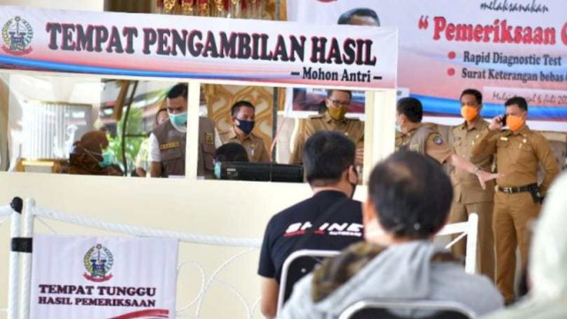 Nurdin Abdullah Tinjau Lokasi Rapid Test Gratis