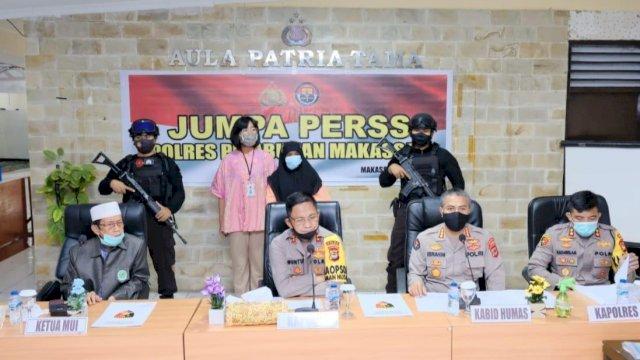 """Polisi Tangkap Wanita """"Penista Agama"""""""