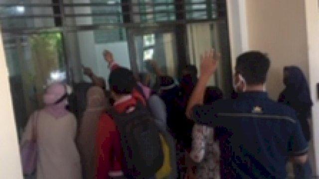 Daftar Online Jalur Zonasi, Orang Tua Siswa Keluhkan Server Disdik Makassar