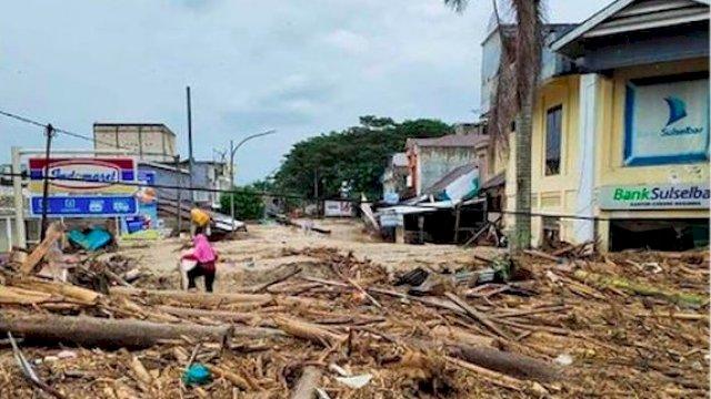 Banjir bandang yang terjadi di Kabupaten Luwu Utara pada Senin (13/7/2020) lalu. (int)