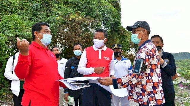 Gubernur Sulsel Nurdin Abdullah meninjau lansung progres pembangunan pedistrian dan pembangunan lainnya di dalam kawasan wisata Bira Bulukumba, Kamis (30/7/2020).