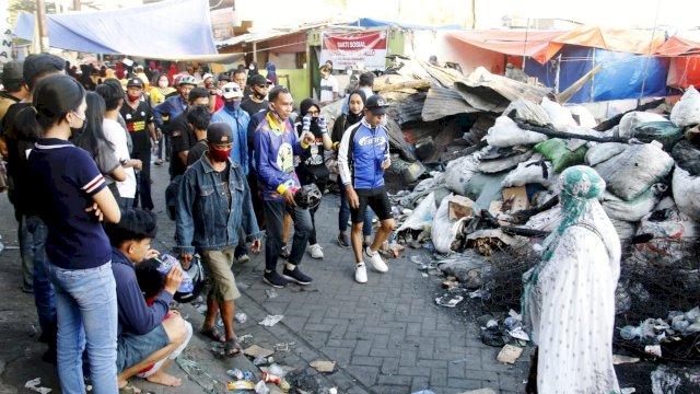 Rusdin Abdullah bersama Ketua DPRD Makassar dan Komunitas Assapeda Adama mengunjungi korban kebakaran Pannampu, Rabu (26/8/2020).