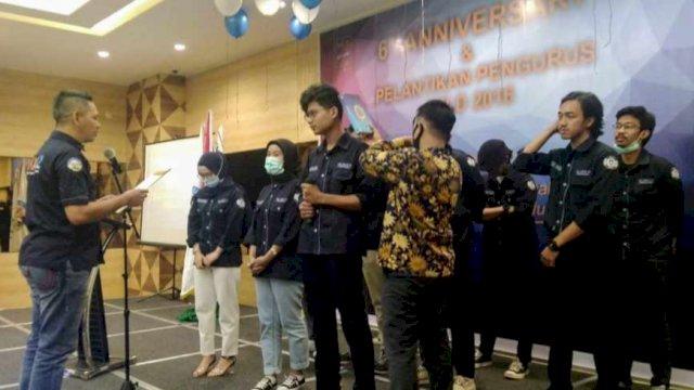 Ketua Ikatan Keluarga Alumni (IKA) SMA Negeri 12 Makassar, Supratman melantik pengurus IKA untuk angkatan tahun 2016, Sabtu (8/8/2020).