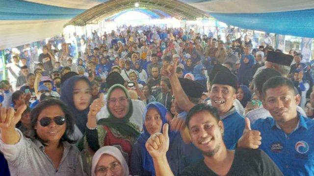 Ribuan Warga Padati Pengukuhan Tim Kecamatan Malili Pasangan Ibas-Rio