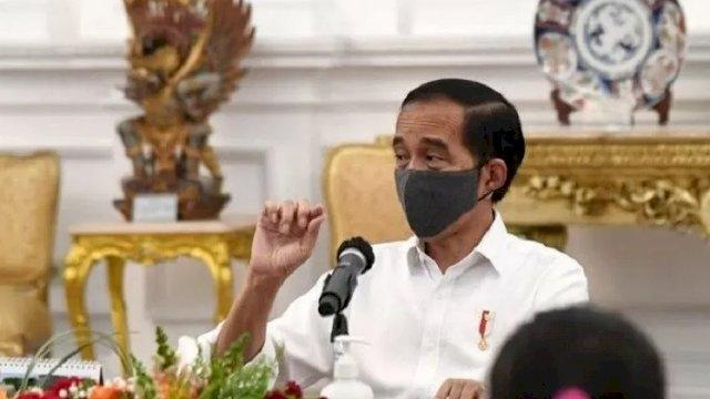 Dokumentasi--Presiden Joko Widodo berbincang dengan wartawan di Istana Merdeka, Jakarta. (ANTARA/Humas Kemensetneg/pri)