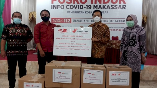 Diterima Pj Walikota Makassar, Kawan Lama Foundation Serahkan Bantuan Ribuan Masker dan Hand Sanitizer