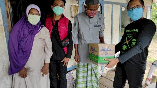 Viral Mengenakan Seragam SMA Saat Lebaran Idul Adha, Kakek Ini Terima Bantuan dari Wagub Sulsel