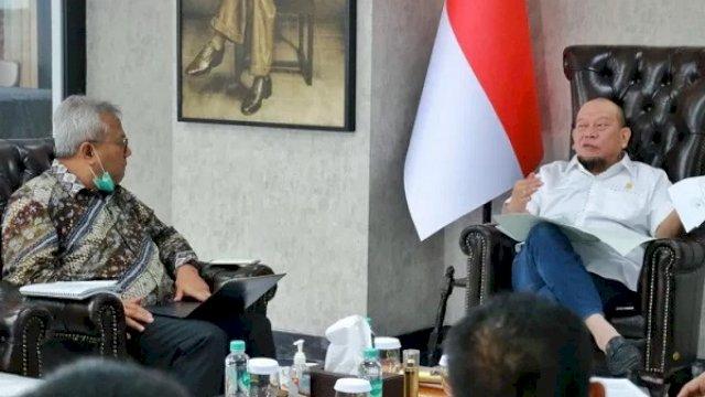 Ketua DPD RI La Nyalla Mahmud Mattaliti bersama Ketua KPU RI Arief Budiman dan Ketua Bawaslu RI Abhan untuk membicarakan aspirasi daerah terkait pelaksanaan tahapan Pilkada serentak 2020 di Jakarta, Senin (14/9/2020). (ANTARA/ HO)