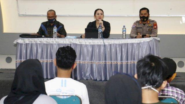 Anggota DPRD Sulsel, Debbie Rusdin sosialisasikan perda Wajib Belajar Pendidikan Menengah, di Gedung Baitus Syura,Jl AR Hakim, Sabtu (12/9/2020).