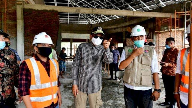 Gubernur Sulsel Nurdin Abdullah melakukan kunjungan ke lokasi pembangunan rest area di Kelurahan Lawawoi, Kecamatan Watang Pulu, Kabupaten Sidrap, Jumat (30/10/2020).
