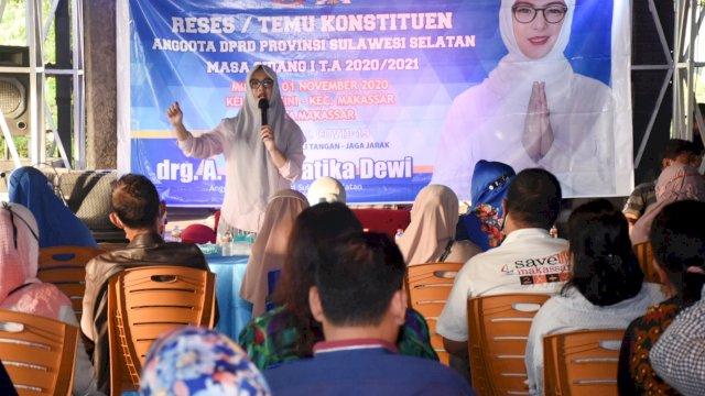 Anggota DPRD Sulsel, Andi Rachmatika Dewi (Cicu) mendengar keluhan warga Kecamatan Makassar, Minggu (1/1/2020).