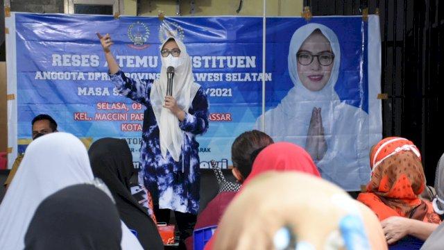 Anggota DPRD Sulsel, Andi Rachmatika Dewi (Cicu) serap aspirasi warga Maccini Parang, Selasa (3/11/2020).