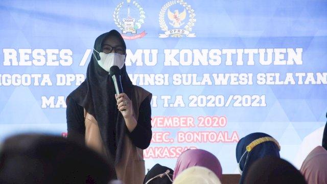 Anggota DPRD Sulsel, Andi Rachmatika Dewi serap aspirasi warga Kelurahan Layang, Rabu (4/11/2020).