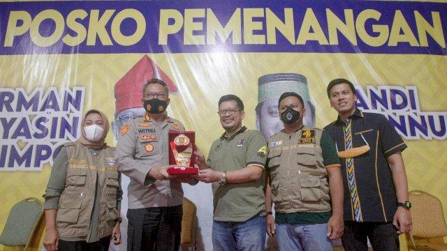 Pasangan Irman-Zunnun terima kunjungan Kapolrestabes Makassar, Witnu Urip Laksana, di Rumah Perjuangan, Rabu (11/11/2020).
