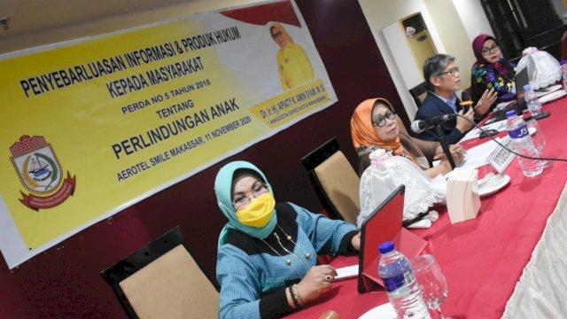 Anggota DPRD Makassar, Apiaty Amin Syam Sosialisaikan Perda Perlindungan Anak, di Aerotel Smile, Rabu (11/11/2020).