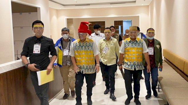 Pasangan Irman Yasin Limpo-Andi Zunnun Armin (Irman-Zunnun) memasuki lokasi Debat Publik kedua Pilwali Makassar.