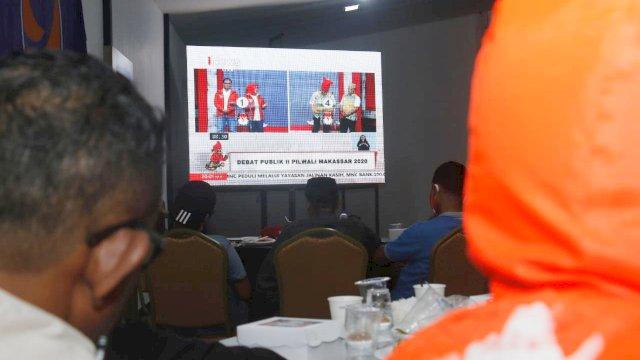 Relawan dan Simpatisan Danny-Fatma nonton live debat kandidat kedua Pilwali Makassar.