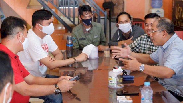 Mantan Wali Kota Makassar, Ilham Arief Sirajuddin ngopi bareng calon Bupati Gowa, Adnan Purichta Ichsan.