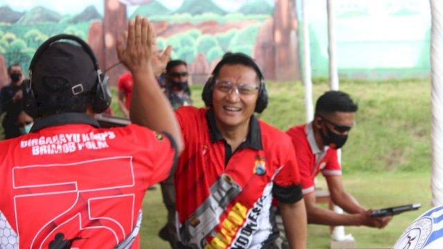 Kepala Biro Operasi (Karo Ops) Polda Sulsel, Kombes Pol Drs Adeni Muhan Daeng Pabali MM MBA, menyabet juara I perlombaan menembak dalam rangka memperingati Hari Ulang Tahun (HUT) Korps Brimob Polri ke-75.