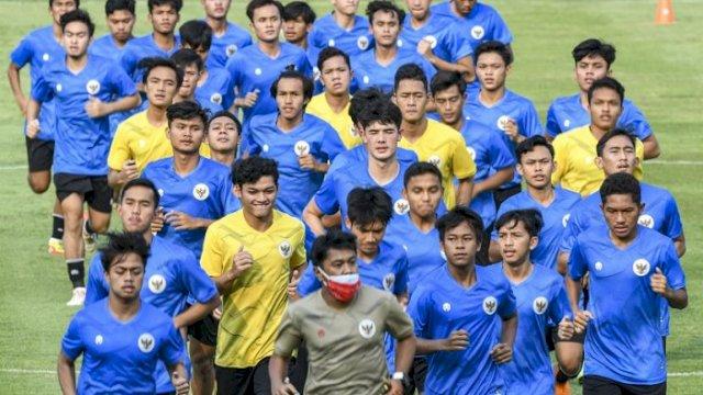 Para pemain Timnas U-19 diminta untuk disiplin, termasuk soal makanan. (int)