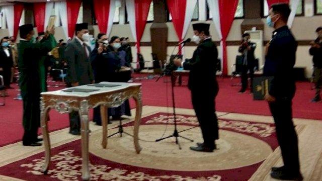 Pelantikan ratusan pejabat di lingkup Pemprov Sulsel, Senin (2/11/2020). ()