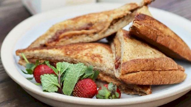 Roti selai kacang dan stroberi ala Chef Devina Hermawan (HO/Greenfields)