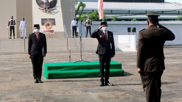 Gubernur Sulsel Nurdin Abdullah memimpin upacara peringatan Hari Pahlawan, di Taman Makam Pahlawan, Kota Makassar, Selasa (10/11/2020).