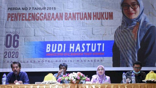 Anggota DPRD Makassar, Budi Hastuti sosialisasikan Perda Bantuan Hukum, di Hotel Traveler, Minggu (6/12/2020).