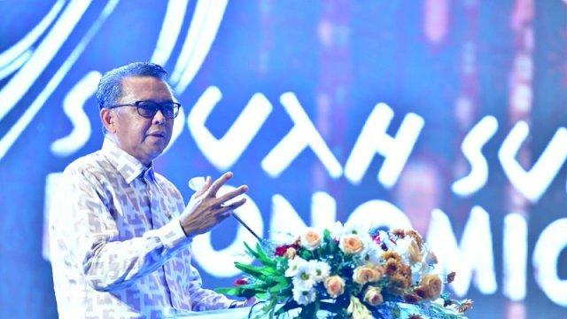 Gubernur Sulawesi Selatan Nurdin Abdullah membuka event South Sulawesi Ekonomi Forum Bank Indonesia (BI) di Hotel Claro Makassar, Senin (7/12/2020). ()