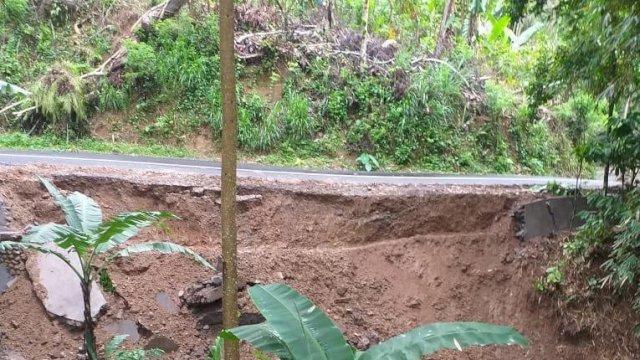 Longsor di Tinggimoncong Akibat Curah Hujan Tinggi