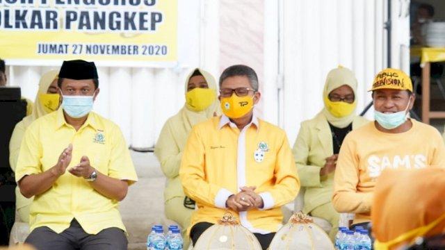 Ketua DPD I Golkar Sulsel Taufan Pawe bersama Ketua DPD II Golkar Pangkep Syamsuddin Hamid. (int)