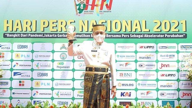 Walikota Parepare HM Taufan Pawe menerima Anugerah Kebudayaan dari PWI Pusat pada puncak peringatan Hari Pers Nasional (HPN) 2021.