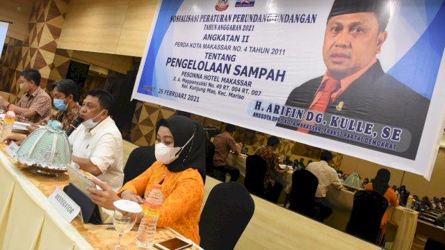 Anggota DPRD Makassar Arifin Dg Kulle sosialisasikan Perda Pengelolaan Sampah, di Hotel Pesona, Jumat (26/2/2021).