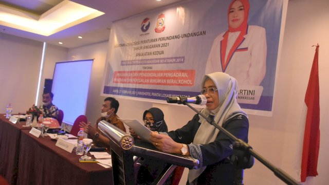 Anggota DPRD Makassar, Kartini sosialisasikan Perda Pengawasan, Pengendalian, Pengadaan, peredaran dan penjualan minuman beralkohol, di Hotel Fave, Sabtu (27/2/2021).