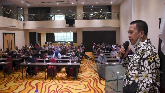Anggota DPRD Makassar, Hasanuddin Leo sosialisasikan Perda Perlindungan dan Pengelolaan Lingkungan Hidup, di Hotel Traveles, Sabtu (27/2/2021)