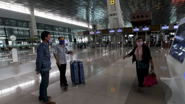 Suasana di terminal 3 Bandara Soekarno-Hatta, Tangerang, Banten, Sabtu (25/4/2020). Bandara Soekarno-Hatta melayani dua rute penerbangan yang masuk dalam 10 besar rute domestik tersibuk di dunia pada Februari 2021. (int)