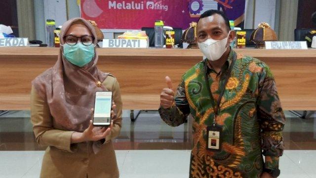 Bupati Indah Wajib Pajak Pertama Laporkan SPT Lewat e-Filing