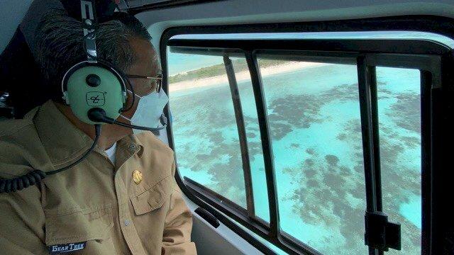 Dokumen: Gubernur Sulsel Nurdin Abdullah saat melakukan kunjungan ke daerah dengan menggunakan helikopter. ()