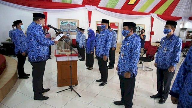 Sekretaris Daerah Provinsi Sulsel, Abdul Hayat Gani, saat melantik dan mengukuhkan pengurus Korpri Kabupaten Enrekang Masa Bakti 2020-2025, di Aula Rumah Jabatan Bupati Enrekang, Jumat (19/2/2021).