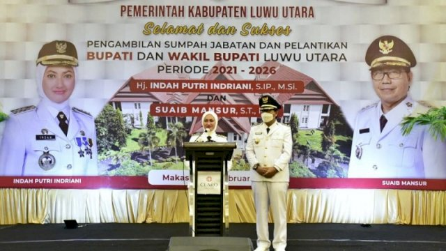 Bupati Luwu Utara Indah Putri Indriani dan Wakil Bupati Suaib Mansur saat menyampaikan pidato perdana usai dilantik di Ball Room Hotel Claro, Makassar, Jumat (26/2/2021).