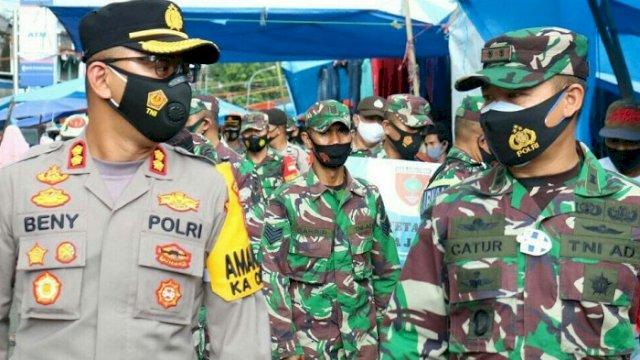 Kapolres Takalar AKBP Beny Murjayanto dan Dandim 1426 Takalar Letkol Czi Catur Witanto memimpin langsung Operasi Yustisi di Pasar Tradisional Pattallassang.