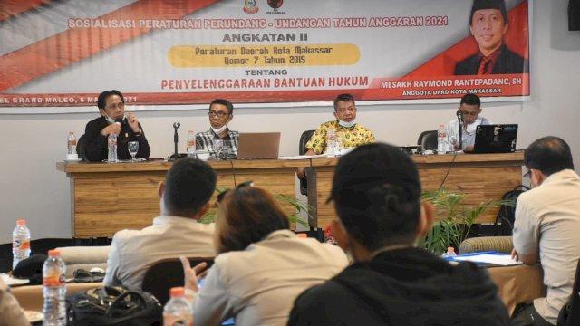Anggota DPRD Makassar, Mesakh Raymond Rantepadang sosialisasikan perda Bantuan Hukum, di Hotel D'Maleo, Sabtu (6/3/2021).