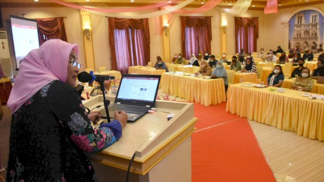 Anggota DPRD Makassar, Apiaty Amin Syam sosialisasikan Perda Pengarusutamaan Gender (PUG), di Hotel Grand Town, Rabu (10/3/2021).