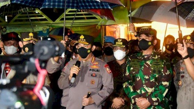 Plt Gubernur Sulsel Andi Sudirman Sulaiman mendampingi Kapolri Jenderal Listyo Sigit Prabowo dan Panglima TNI Marsekal TNI Hadi Tjahjanto, Minggu malam (28/3/2021).