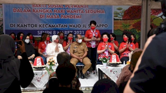 Gandeng TP PKK Makassar, Perwanti Sulsel Bagikan Sembako untuk Warga Terdampak Pandemi