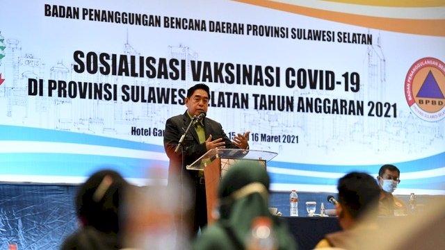 Sekretaris Daerah Provinsi (Sekprov) Sulsel Abdul Hayat Gani membuka acara Sosialisasi Vaksinasi Covid-19 Provinsi Sulsel Tahun Anggaran 2021 yang berlangsung di Hotel Gammara, Jalan Metro Tanjung Bunga, Makassar, Senin (15/3/2021).