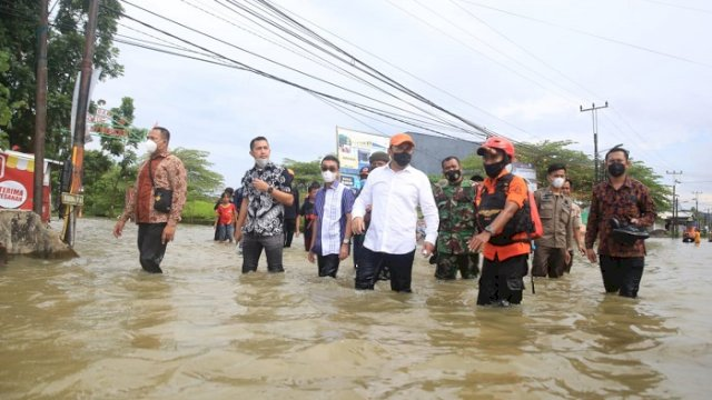 Tinjau Lokasi Banjir di Dua Kecamatan, Danny: Dulu-dulu Tidak Begini