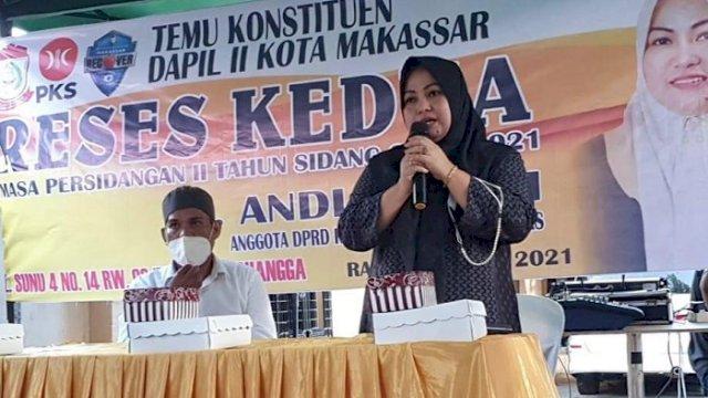 Anggota DPRD Makassar, Andi Astiah, saat reses sidang masa kedua di Kelurahan Suangga Kecamatan Tallo, Rabu (21/4/2021).