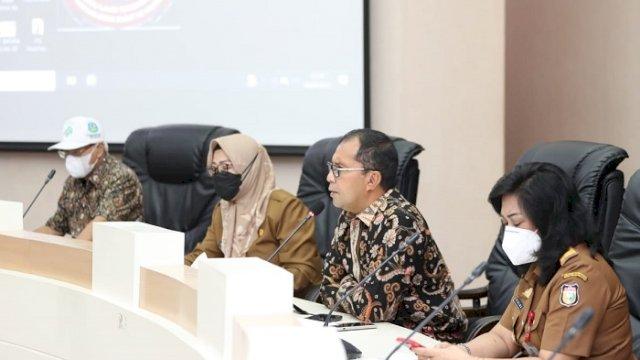 """Walikota Makassar, Moh. Ramdhan """"Danny"""" Pomanto melakukan rapat koordinasi Makassar Recover, Senin (26/4/2021)."""