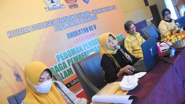 Anggota DPRD Makassar, Apiaty Amin Syam sosialisasikan Perda Pedoman Pembentukan Lembaga Pemberdayaan Masyarakat di Kota Makassar, di Hotel Aston, Sabtu (17/4/2021).